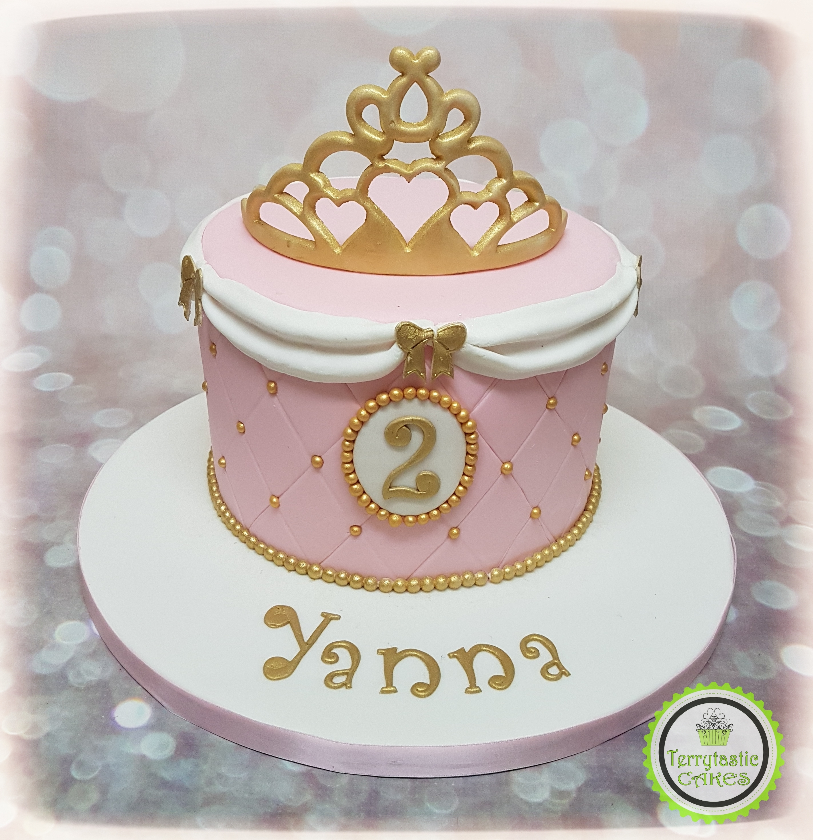 Fesselnd ... Princess Crown Tiara Birthday Cake With Swags And Bows